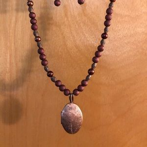 COPPER/BROWN BEAD NECKLACE, OVAL LOCKET & EARRINGS